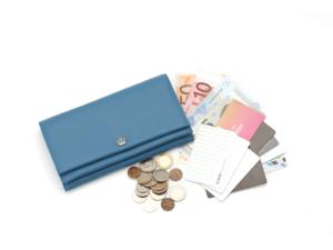 40代女性が使いやすさで選ぶなら!収納力抜群のブランド財布おすすめ3選