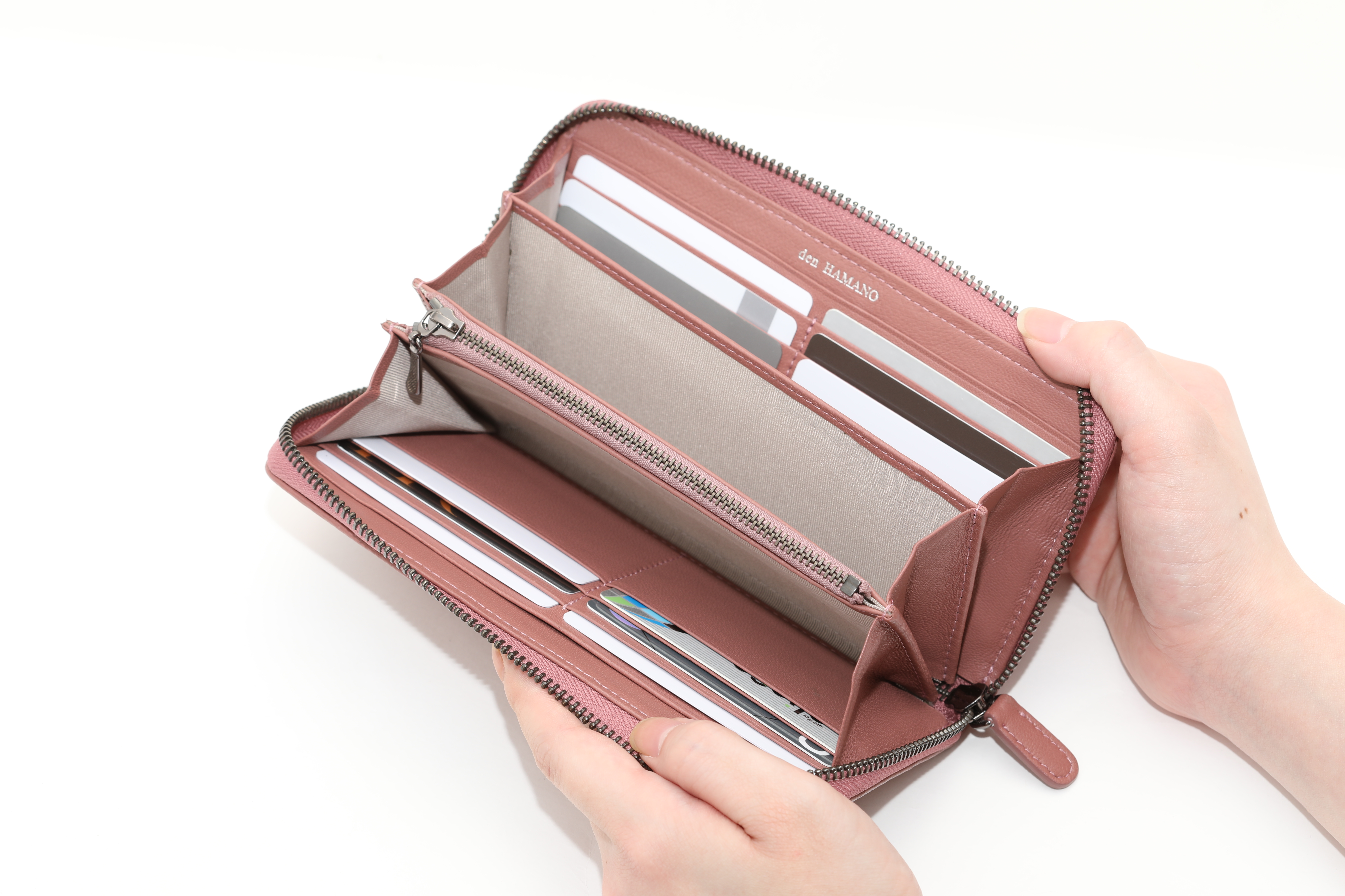 30代の女性にはカードがたくさん入る「長財布」が人気