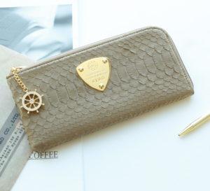 40代女性に似合うアタオ財布