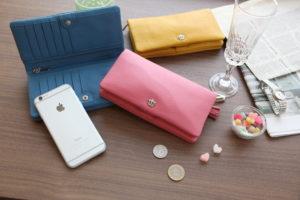 50代女性におすすめは鮮やかなカラーの財布(キャラクターや花柄デザインなどもOK)