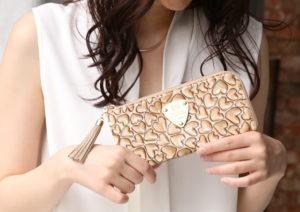 プレゼントにも!50代の女性に似合うレディース財布とは?