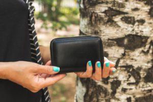 30代の女性には手触りの良い「革財布」が人気