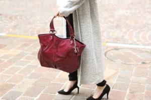 働く40代の女性に人気の通勤バッグは、A4サイズの大容量タイプ