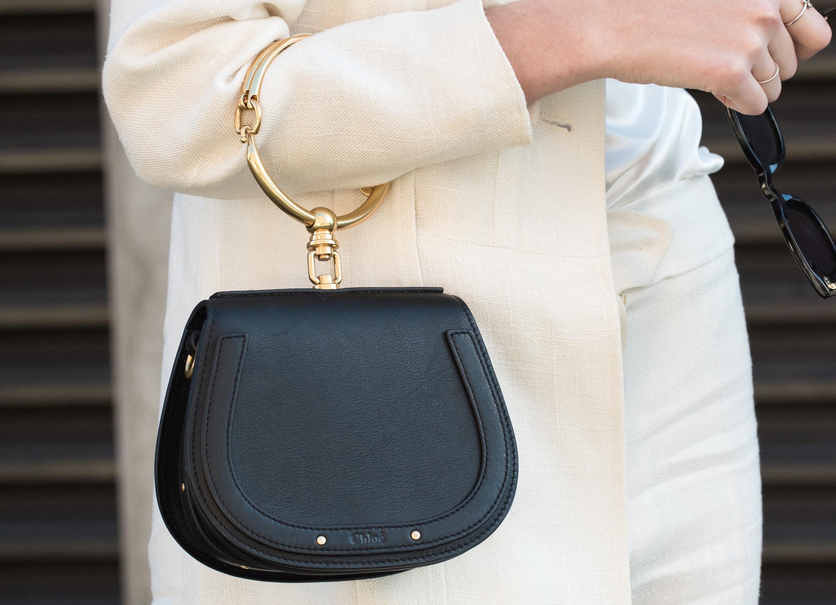 50代の女性はフォーマルでも使えるシンプルで上品なバッグが使いやすい