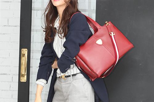 30代女性の通勤バッグは、A4サイズの大きめバッグが基本
