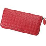 大容量の長財布はお札を折らずに入れることができるので使いやすい